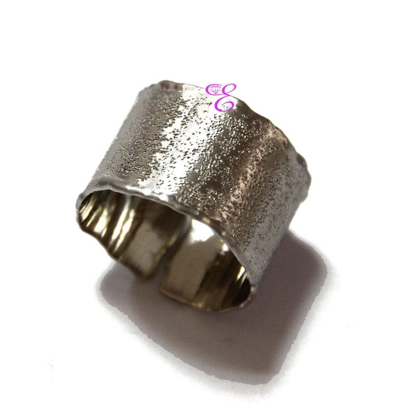 Ασημένιο δαχτυλίδι Oxette από σφυρήλατο επιπλατινωμένο ασήμι 925ο ... 9c31dd7b8d5