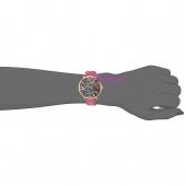 Juicy Couture Ρολόι από χρυσό ανοξείδωτο ατσάλι με ροζ δερμάτινο λουράκι 1901456 στο χέρι