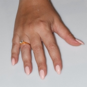 Χειροποίητο δαχτυλίδι μονόπετρο από επιχρυσωμένο ασήμι 925ο με ημιπολύτιμες πέτρες (ζιργκόν) IJ-010477-G φορεμένο στο χέρι