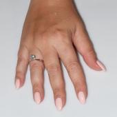 Χειροποίητο δαχτυλίδι μονόπετρο από επιπλατινωμένο ασήμι 925ο με ημιπολύτιμες πέτρες (ζιργκόν) IJ-010478-S φορεμένο στο χέρι