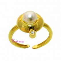 Χειροποίητο δαχτυλίδι από επιχρυσωμένο ασήμι 925ο με ημιπολύτιμες πέτρες (Πέρλες και Ζιργκόν). [IJ-010337]
