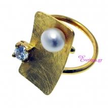 Χειροποίητο δαχτυλίδι (Τετράγωνο) από επιχρυσωμένο ασήμι 925ο με ημιπολύτιμες πέτρες (Πέρλες και Ζιργκόν). [IJ-010350]