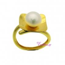 Χειροποίητο δαχτυλίδι από επιχρυσωμένο ασήμι 925ο με ημιπολύτιμες πέτρες (Πέρλες). [IJ-010361]