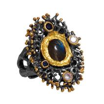 Χειροποίητο ασημένιο δαχτυλίδι Enigma με μαύρη και χρυσή επιμετάλλωση και ημιπολύτιμες πέτρες (λαμπραδορίτης και ζιργκόν) Enigma-ER-11