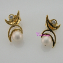 Handmade Earrings with Sterling Silver Gold Plating and Precious Stones (Pearls and Zirconia). Product Code : IJ-020354