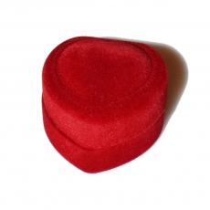 Συνοδεύουμε το μονόπετρο με ένα βελούδινο κόκκινο κουτί σε σχήμα καρδιάς που θα εντυπωσιάσει!