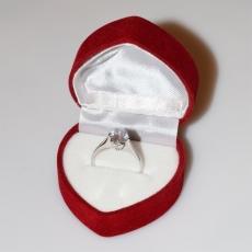 Χειροποίητο δαχτυλίδι μονόπετρο από επιπλατινωμένο ασήμι 925ο με ημιπολύτιμες πέτρες (ζιργκόν) IJ-010477-S στο κουτί συσκευασίας
