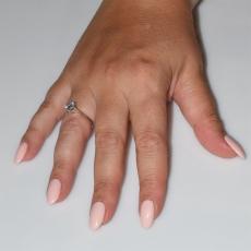 Χειροποίητο δαχτυλίδι μονόπετρο από επιπλατινωμένο ασήμι 925ο με ημιπολύτιμες πέτρες (ζιργκόν) IJ-010477-S φορεμένο στο χέρι