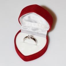 Χειροποίητο δαχτυλίδι μονόπετρο από επιπλατινωμένο ασήμι 925ο με ημιπολύτιμες πέτρες (ζιργκόν) IJ-010480-S στο κουτί συσκευασίας