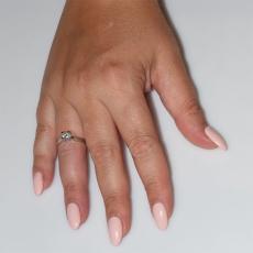 Χειροποίητο δαχτυλίδι μονόπετρο από επιπλατινωμένο ασήμι 925ο με ημιπολύτιμες πέτρες (ζιργκόν) IJ-010481-S φορεμένο στο χέρι