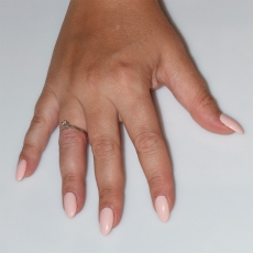 Χειροποίητο δαχτυλίδι μονόπετρο από επιπλατινωμένο ασήμι 925ο με ημιπολύτιμες πέτρες (ζιργκόν) IJ-010484-S φορεμένο στο χέρι