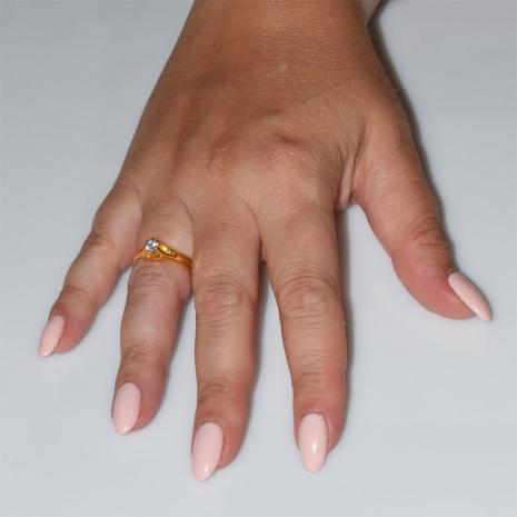Χειροποίητο δαχτυλίδι μονόπετρο από επιχρυσωμένο ασήμι 925ο με ημιπολύτιμες πέτρες (ζιργκόν) IJ-010476-G φορεμένο στο χέρι