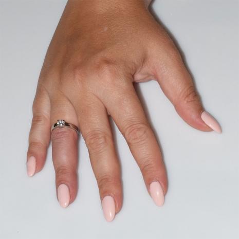 Χειροποίητο δαχτυλίδι μονόπετρο από επιπλατινωμένο ασήμι 925ο με ημιπολύτιμες πέτρες (ζιργκόν) IJ-010480-S φορεμένο στο χέρι