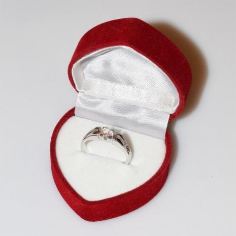 Χειροποίητο δαχτυλίδι μονόπετρο από επιπλατινωμένο ασήμι 925ο με ημιπολύτιμες πέτρες (ζιργκόν) IJ-010485-S στο κουτί συσκευασίας